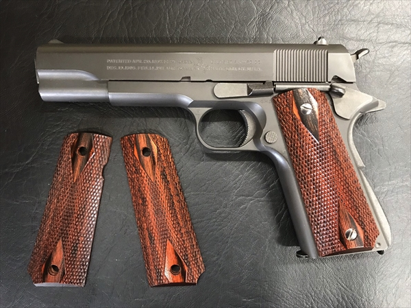 Wood Grip Government / 45 AUTO