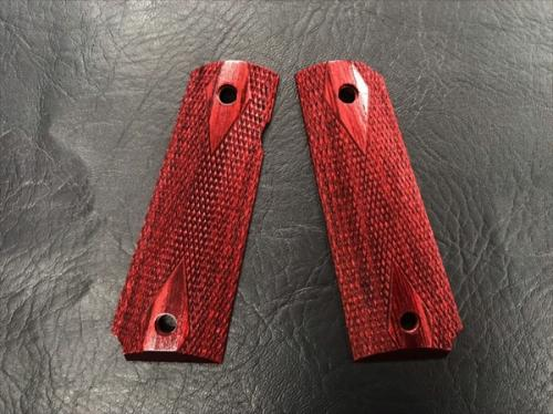 Wood Grip Government / 45 AUTO <Diamond Checker / Red>