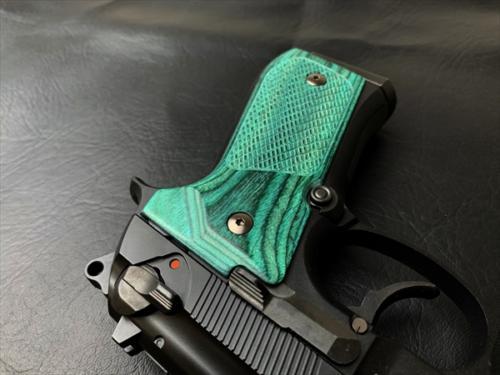 Wood Grip U.S.M9/M9A1(Checker / Green)